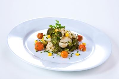 Brokkoli- Blumenkohlsalat klar