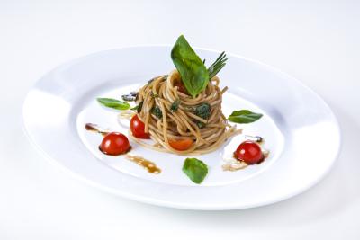 Spaghetti-Basilikum- Salat
